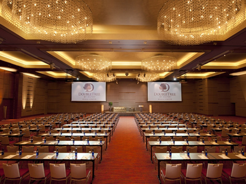 Located on level 10, the pillar-less Grand Ballroom comes with both built-in and moveable stage lights, three motorised projector screens, an advanced sound system, a wireless presentation system and live streaming capability perfect for different staging requirements.